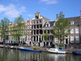 Canal na cidade de Amsterdã