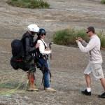 Preparando salto duplo dem Asa Delta, Atibaia, SP