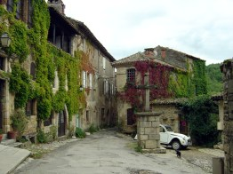 Bruniquel região de Midi-Pyrenées, França