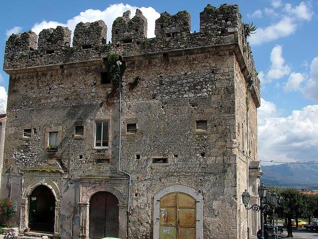 Agnone, construção medieval
