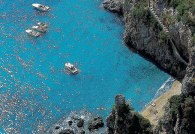 Costa Amalfitana, praia entre rochedos - Foto Turismo Oficial de Amalfi