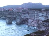 Bonifacio, Córsega, falésia ao anoitecer