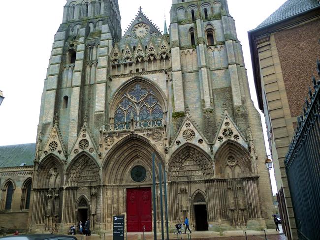 Bayeux, frente da catedral
