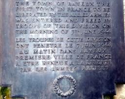 Placa comemorativa da libertação de Bayeux