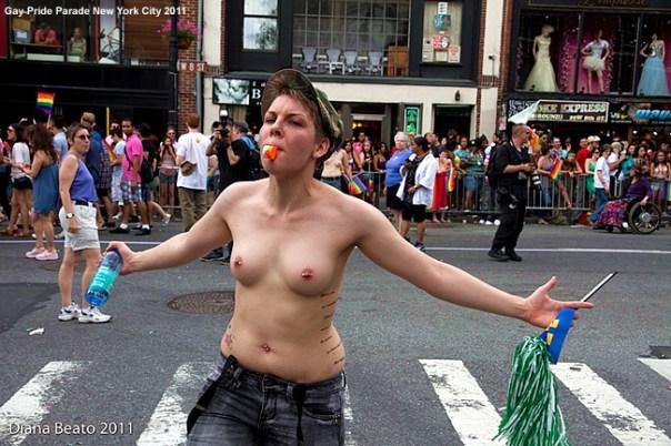 https://manualdoturista.com.br/opcoes-economicas. New York para a o público gay. Gay Pride Parade New York City 2011