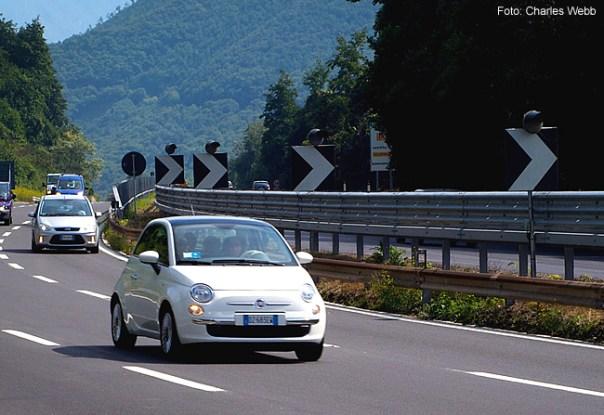 Carro na Itália - Foto Charles Webb CCBY