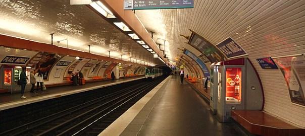 Metrô de Paris, vazio fora do horário de pico, que terrorista cometeria um atentado nessa hora?
