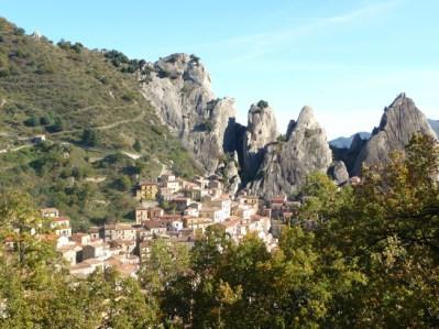 Castelmezzano, Itália: uma aldeia entre rochedos agudos
