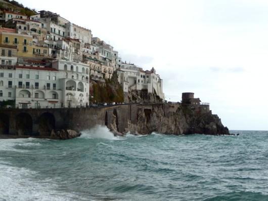 Mar bravio em Amalfi, Costa Amalfitana