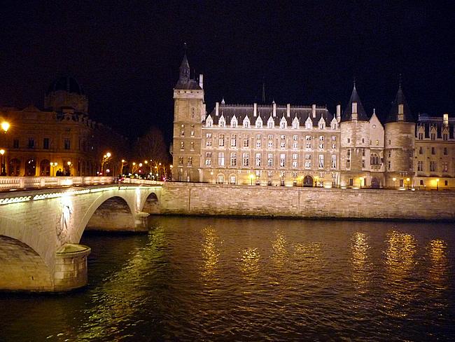 Conciergerie à noite, Paris