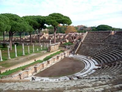 nfiteatro romano em Ostia Antica