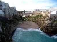 Polignano Al Mare, praia escondida entre rochedos