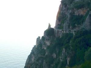 A perigosa estrada de Sorrento a Amalfi