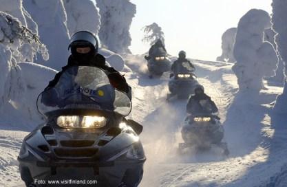Finlandia, snowmibile em iso-syote