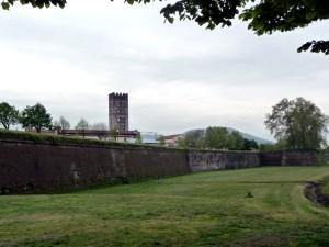 Lado externo das muralhas de Lucca