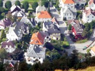 Noruega, casas nas encostas em Bergen