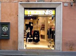 Tezenis, Roma