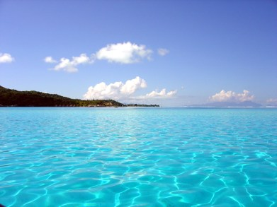 As águas cor de piscina de Bora Bora