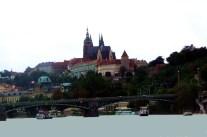 Castelo de Praga visto do rio Vltava. jpg