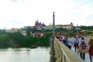 Ponte Carlos com o castelo de Praga em segundo plano. jpg