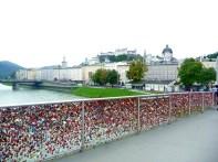 Ponte dos cadeados em Salzburgo, rio Salzach