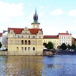 Arquitetura de Praga vista do rio Vltava