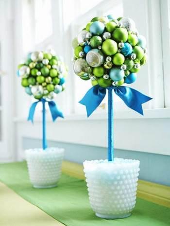 Topiarios navideos con esferas
