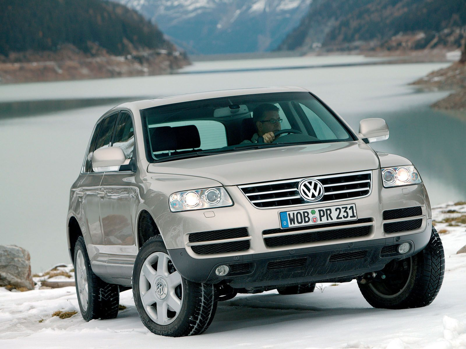 hight resolution of volkswagen touareg