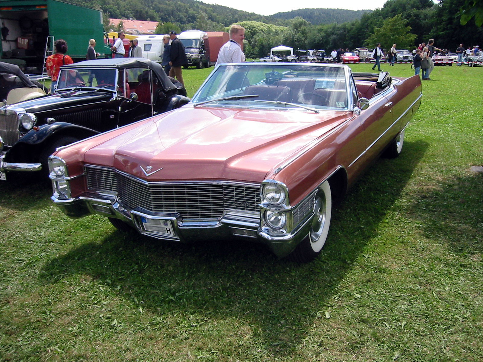 hight resolution of cadillac deville