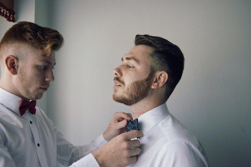 novio, boda, hermanos, pajarita, preparativos, casa, gallego, barba