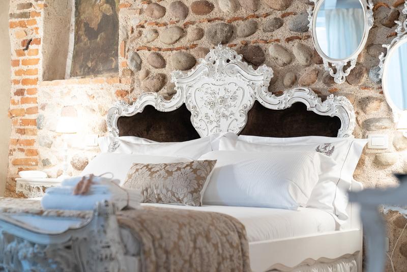 Letto della suite Sissi della Regia Rosetta Royal Rooms