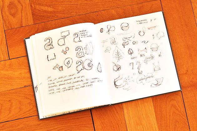 Skizzenbuch mit Logo-Skizzen