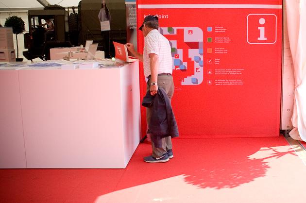 Eingangsbereich mit Infopoint