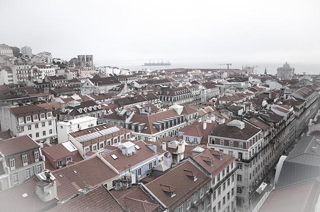 Ausblick vom Elevador de Santa Justa auf Lissabon