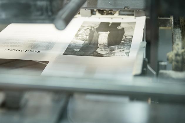 Murifeldbuch-Seite auf einem Druckbogen in der Produktion.