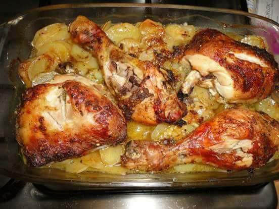 Poulet au four avec ses pommes de terres