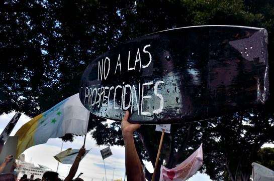 Manifestación contra la extracción de petróleo en Canarias.