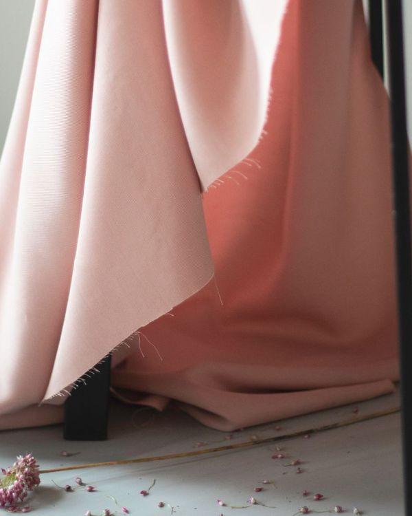 nachhaltiger Tencelstoff sanded puff rosa meet milk Meterware Lyocell <h3>Komplettpaket DIY-Nähkit:</h3> <ul> <li>1,8 Meter Tencel Stoff in der Farbe Rosa</li> <li>0,5 Meter Bügeleinlage</li> <li>0,5 Meter 20mm Gummiband in der Farbe Weiß</li> <li>Papierschnittmuster für die Größen XS - XL</li> <li>E-Book mit ausführlicher Schritt-fürSchritt-Anleitung</li> <li>ausgedruckte Kurzanleitung</li> </ul> <strong>Bitte beachte: es handelt sich um kein fertiges Produkt!</strong>