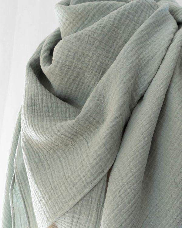 Musselin Tuch Schal Damen Salbei Bio Baumwolle Handgefertigt in Deutschland Manufaktur Nicola Marisa 3 scaled <ul> <li>100% Bio-Baumwolle</li> <li>Handmade in Germany, Munich</li> <li>ca. 135 x 135 cm</li> </ul>
