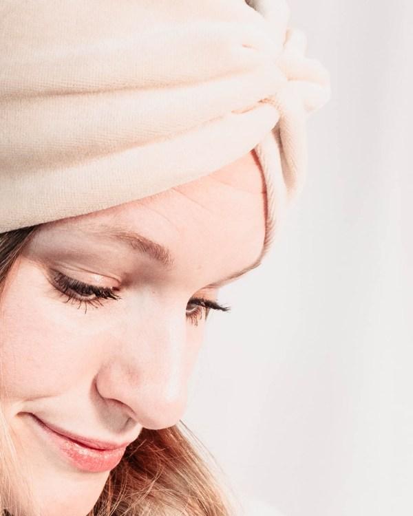 Nachhaltiges Stirnband RUFFLE IVORY BEIGE Biobaumwolle handgefertigt in Deutschland Nicky Beige 3 <ul> <li>Handgefertigt in Deutschland</li> <li>100% Baumwolle (Bio)</li> <li>vegan</li> </ul>