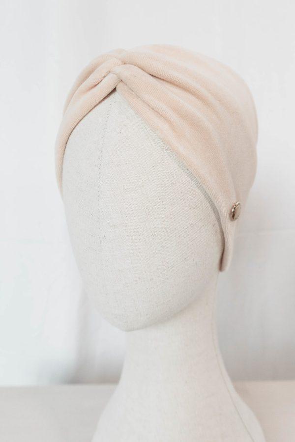 Nachhaltiges Stirnband RUFFLE IVORY BEIGE Biobaumwolle handgefertigt in Deutschland Nicky Beige 8 1 scaled <ul> <li>Handgefertigt in Deutschland</li> <li>100% Baumwolle (Bio)</li> <li>vegan</li> </ul>