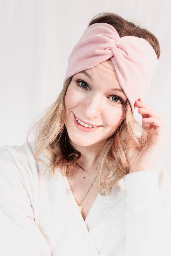 Nachhaltiges Stirnband RUFFLE LIGHT ROSE Biobaumwolle handgefertigt in Deutschland Nicky Rosa 6 scaled <ul> <li>Handgefertigt in Deutschland</li> <li>100% Baumwolle (Bio)</li> <li>vegan</li> </ul>