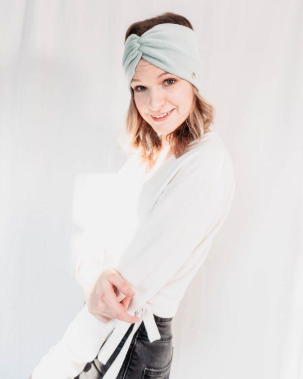 Nachhaltiges Stirnband RUFFLE MintBiobaumwolle handgefertigt in Deutschland Nicki 2 scaled <ul> <li>Handgefertigt in Deutschland</li> <li>100% Baumwolle (Bio)</li> <li>vegan</li> </ul>