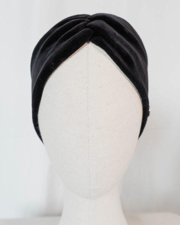 Nachhaltiges Stirnband RUFFLE Pure Black Biobaumwolle handgefertigt in Deutschland Nicki Schwarz 9 scaled <ul> <li>Handgefertigt in Deutschland</li> <li>100% Baumwolle (Bio)</li> <li>vegan</li> </ul>