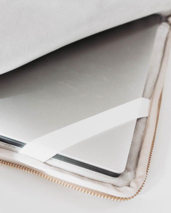 WILD ROSES nachhaltige Laptophuelle 15 Zoll Handgefertigt in Deutschland 4 scaled Laptophülle WILD ROSES