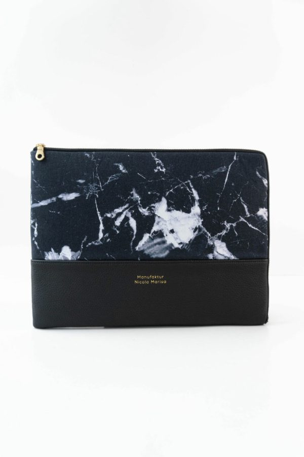 nachhaltige laptophuelle marble dark marmor gold handmade in germany 13 zoll 14 zoll 15 zoll manufaktur nicola marisa Laptophülle MARBLE DARK