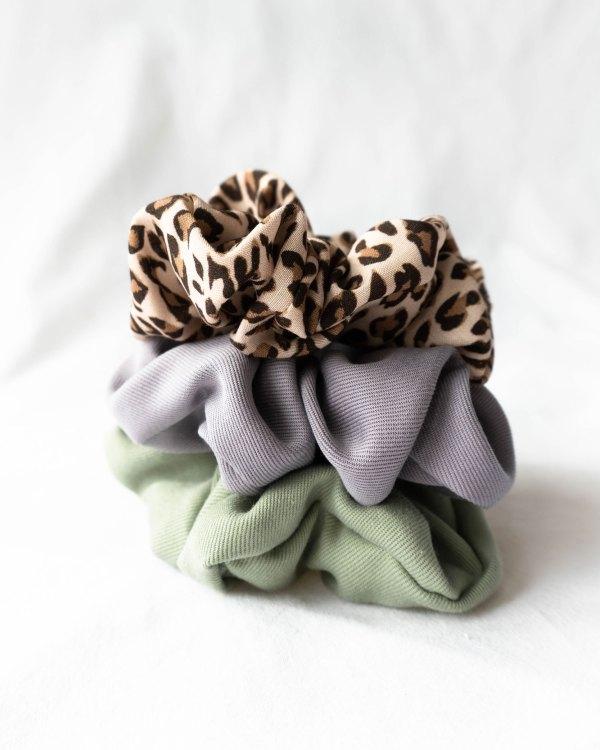 nachhaltige Scrunchie Haargummies in Tencel und EcoVero handmade in Germany salbei lila Lavendel und leo
