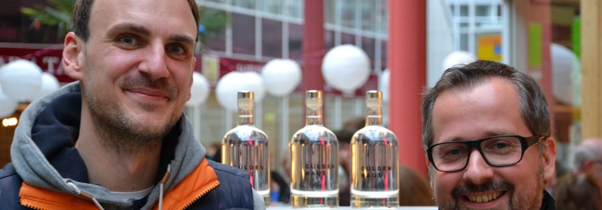 """Manufakturen-Blog: Hauke Eimann und Timo Koschnick (v. l.) belebten die Bremer Traditionsmarke """"Güldenhaus"""" wieder - der erste Korn ist gebrannt und im Verkauf (Foto: Stefanie Bressel)"""