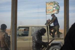 Manufakturen-Blog: Irak, Mossul Offensive. Angehörige einer schiitischen Miliz passieren einen christlichen Checkpoint. (Foto: Martin Specht)