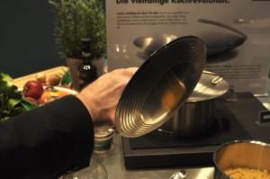 Manufakturen-Blog: Der Multitop-Deckel von Mono liegt dank Silikonringen fest auf (Foto: Wigmar Bressel)